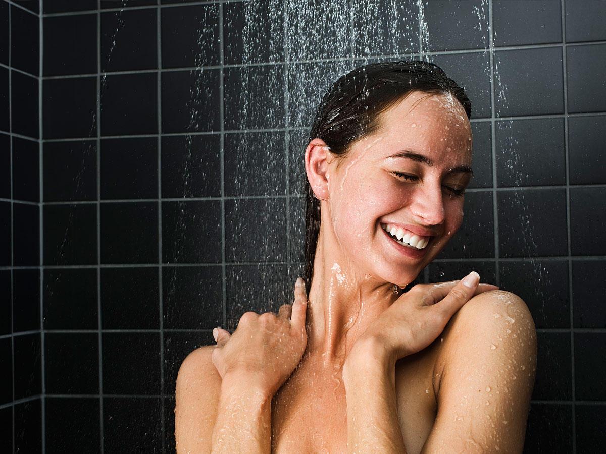 Wer DAS nach dem Duschen macht, fühlt sich sofort besser!