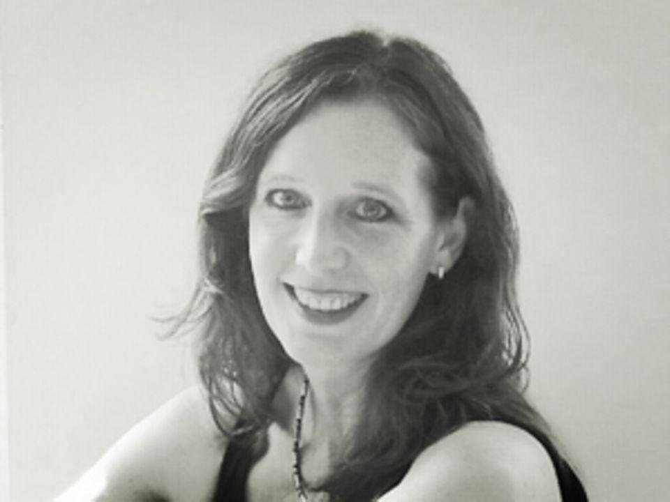"""Anja Saskia Beyer schreibt seit 1996 fürs Fernsehen, z.B. für """"Die Lindenstraße"""" oder """"Verliebt in Berlin"""". Die Autorin lebt mit Mann und zwei Kindern in Berlin."""
