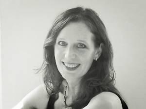 """Trauerbewältigung: Anja Saskia Beyer schreibt seit 1996 fürs Fernsehen, z.B. für """"Die Lindenstraße"""" oder """"Verliebt in Berlin"""". Die Autorin lebt mit Mann und zwei Kindern in Berlin."""