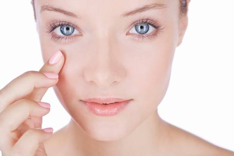 Hyaluronsäure: Der perfekte Wirkstoff für trockene Haut?