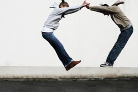 Warum fällt es uns oft so schwer, Freunden zu helfen?