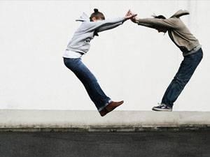Krisen: Warum fällt es uns oft so schwer, Freunden zu helfen?