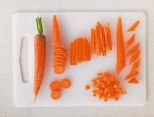 Gemüse: Möhren schneiden