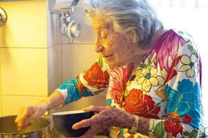 Eine Hommage an jüdische Großmütter: Bella Katz(*1923) verlor ihre gesamte Familie im Holocaust