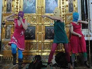 """Russland: Die Musikerinnen beim """"Punk-Gebet"""" in der Moskauer Christ-Erlöser-Kathedrale"""