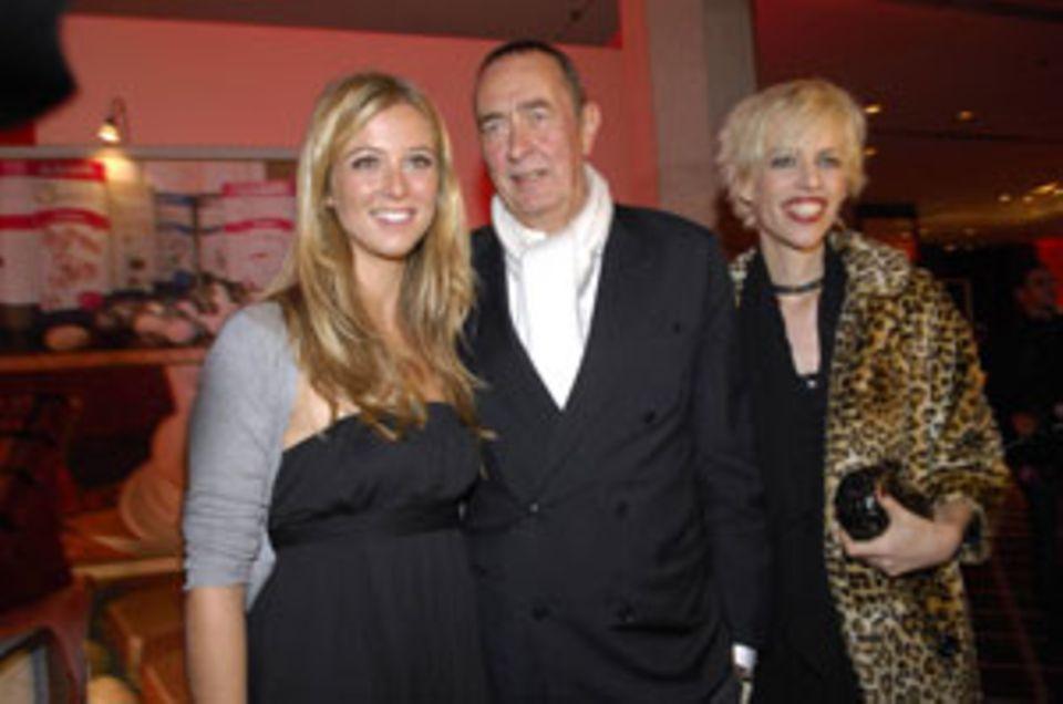 Ein Klassiker: Filmproduzent mit Blondinen, hier mit Tochter Nina und Frau Katja