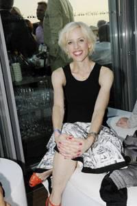 """Katja Eichinger Geboren 1971 in Kassel. Nach dem Abitur ging sie nach London, studierte am British Film Institute und arbeitete als Filmjournalistin für """"Variety"""" und die """"Financial Times"""""""