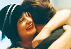 Ein lebenslange Suche: 1999 mit Hut bei ihrer Hochzeit