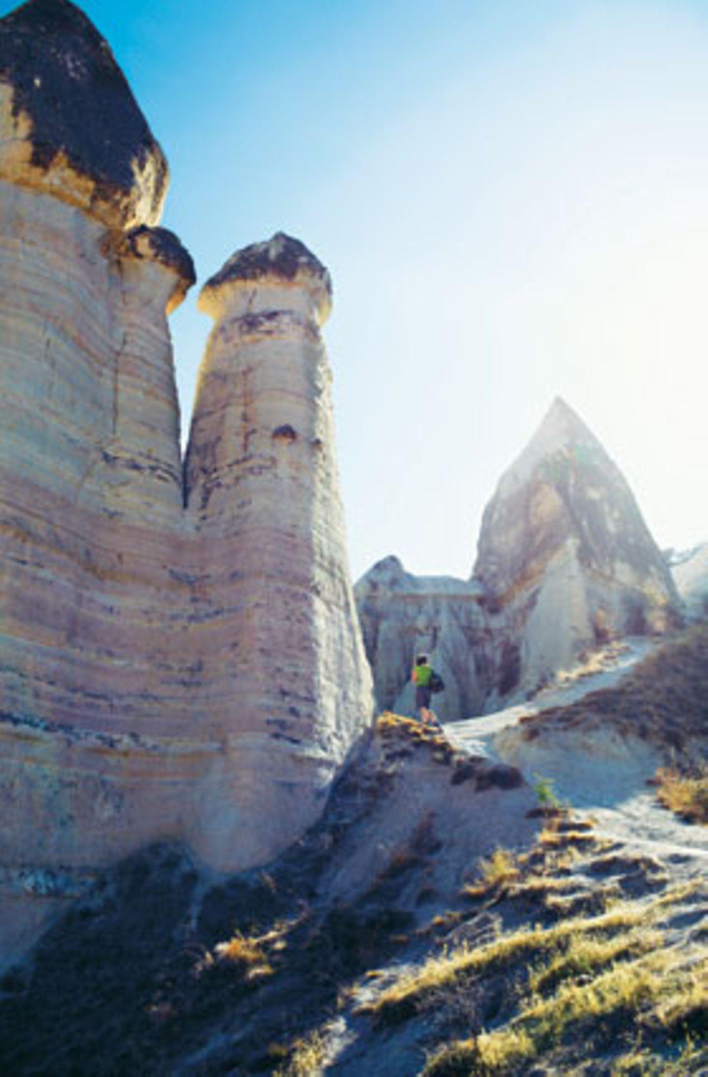 """Türkei: Erosion: Warum die bizarre Landschaft bei Göreme wohl ausgerechnet """"Tal der Liebe"""" heißt?"""