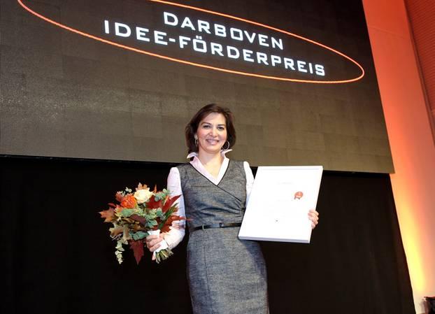 Förderpreis für Gründerinnen: Strahlende Gewinnerin: Wissenschaftlerin Jelena Stojadinovic freut sich über den 1. Preis