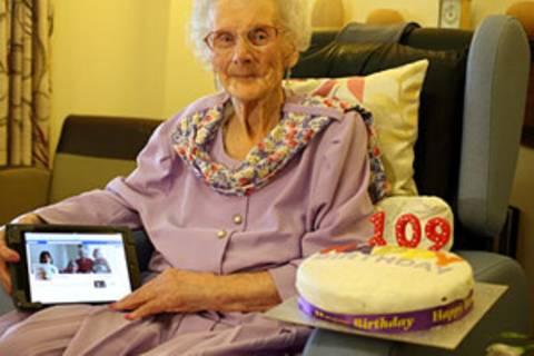 Happy 109.: Die älteste Facebook-Userin hat Geburtstag