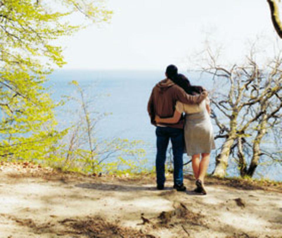 Vom Kreidefelsen, Wahrzeichen der Insel Rügen (und der Romantik), fällt der Blick ins weite Blau
