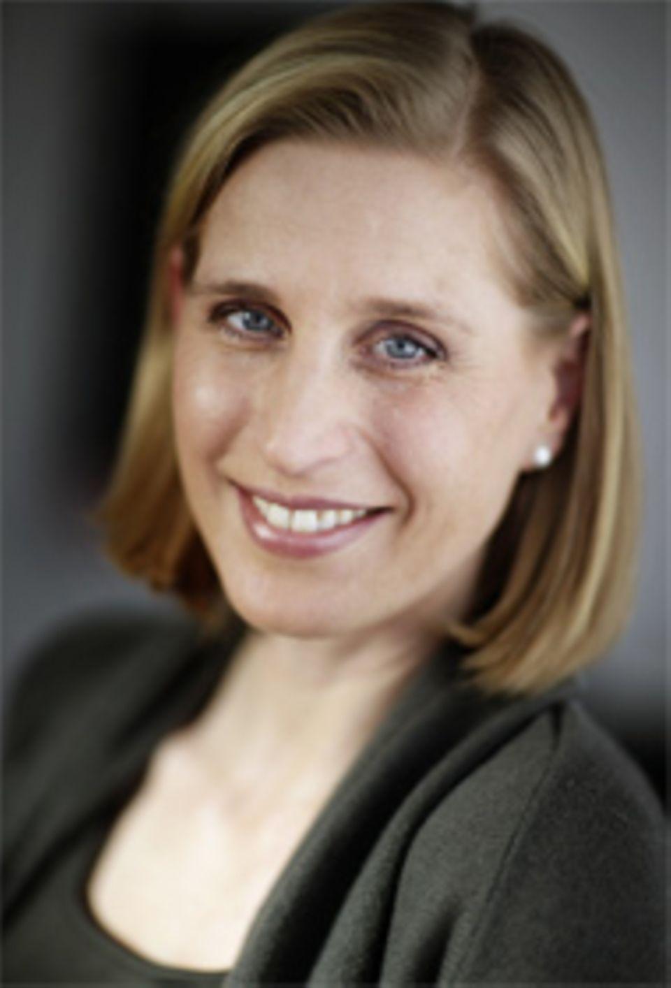 Maya Dähne, geb. 1970, ist Hörfunk- und Fernsehjournalistin. Sie lebt mit Mann und zwei Kindern in Berlin.