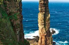 """140 Meter hoch ist das Wahrzeichen der Insel Hoy, der """"Old Man"""" - und von keinem Sturm zu erschüttern"""