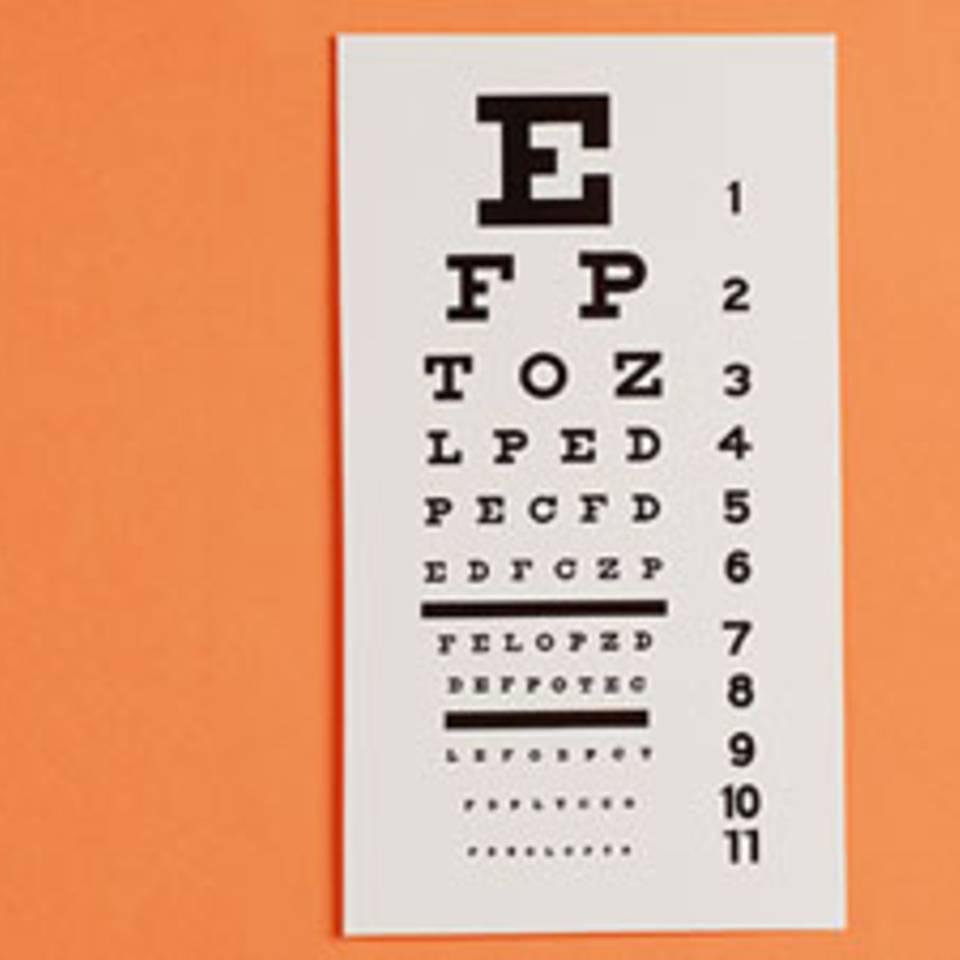 Muss ich zum Augenarzt oder reicht auch der Optiker?
