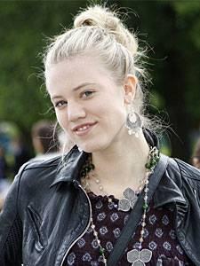 Dschungelcamp: Larissa Marolt wurde in Klagenfurt geboren und entdeckte schon früh ihre Leidenschaft fürs Theater.
