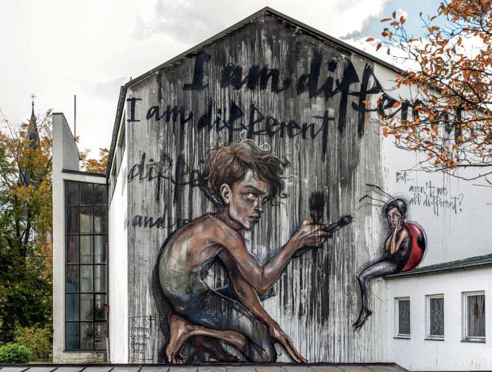 Der kreative, aber machthungrige Junge Jay ist der Star des Wandbildes in St. Ottilien, nahe Augsburg.