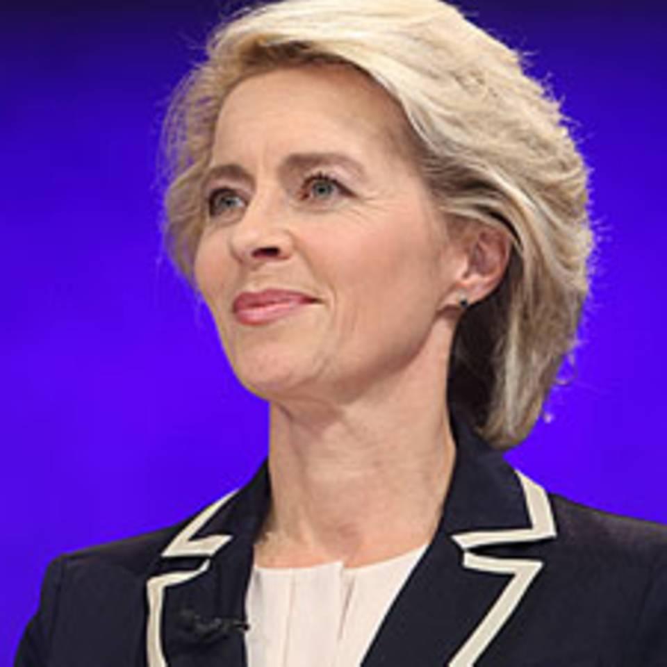 Ursula von der Leyen, CDU, wechselt im Kabinett der Großen Koalition vom Arbeits- ins Verteidigungsministerium