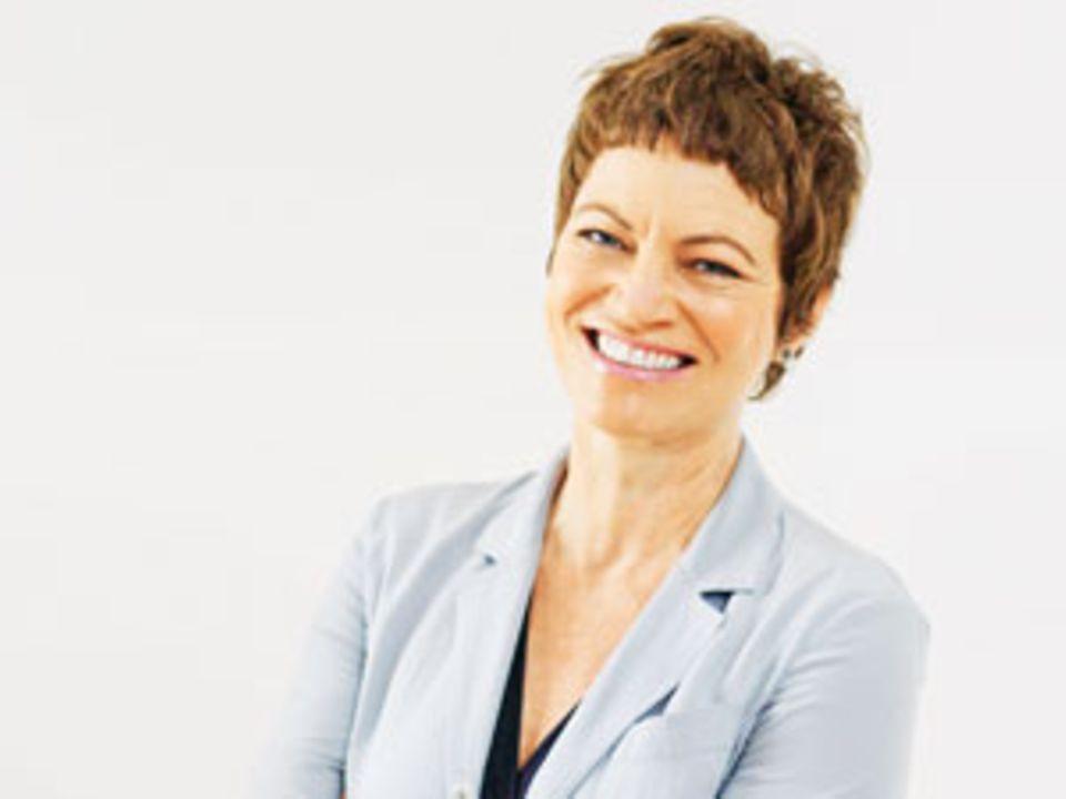 """Hanni Rützler ist Ernährungswissenschaftlerin, Foodtrend-Expertin und Gesundheitspsychologin in Wien, außerdem Gründerin und Leiterin des futurefoodstudios (www.future foodstudio.at), wo Workshops und Kochkurse stattfinden. G erade ist in Kooperation mit dem Zukunftsinstitut in Frankfurt ihr """"Food-Report 2014"""" erschienen."""