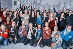 Eve Ensler mit deutschen One Billion Rising-Aktivisten und Aktivistinnen Mitte November in Berlin.