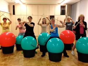 Fitnesskurs: Ausgetrommelt: Redakteurin Nicole (Mitte) nach ihrer ersten Stunde Drums Alive