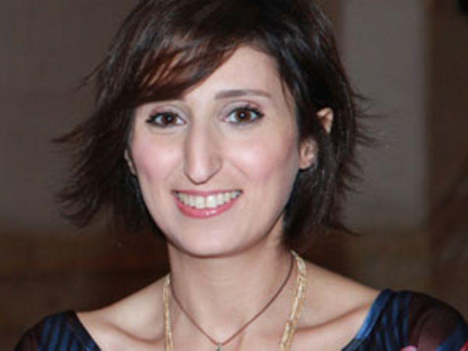 """Nadine Abou Zaki ist promovierte Philosophin, Bildhauerin, Chefredakteurin des panarabischen Frauenmagazins """"Al Hasnaa"""" und Begründerin des """"The New Arab Woman Forum"""" (NAWF) - eine hochkarätige Plattform für den Wandel der Frauenrollen in der arabischen Welt"""