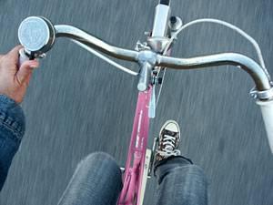 Kräftemessen auf Pedalen: Frauen, die beim Radfahren Männer überholen