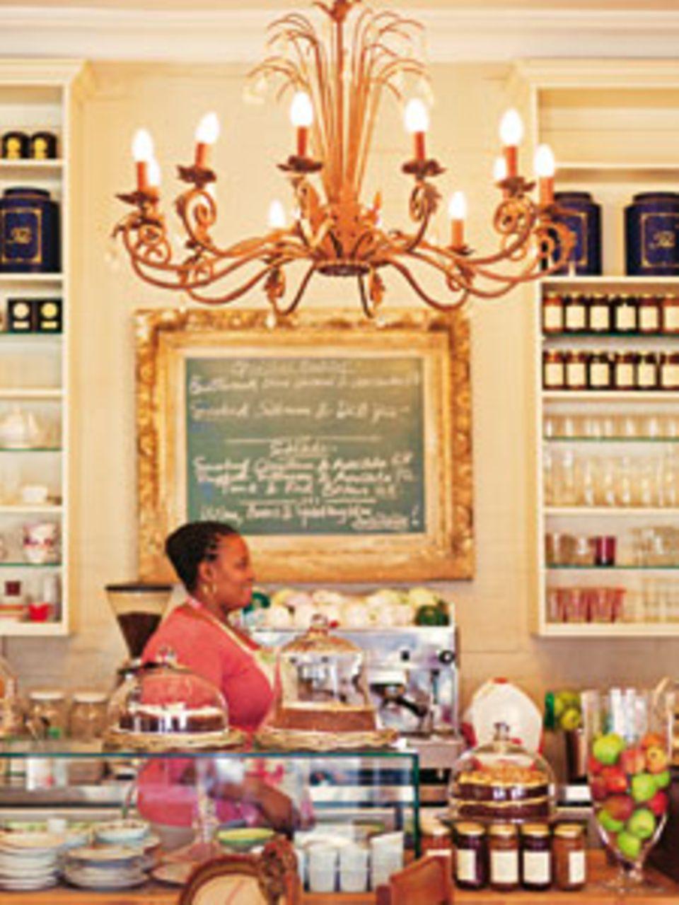 """Immer herzlich: Zum Kaffee im """"La Petite Tarte"""" gibt's ein breites Lächeln"""