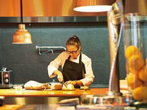 """Marga Coll im Restaurant """"Miceli"""""""