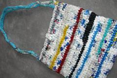 Recycling: Tasche aus Plastiktüten häkeln