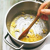Butter für Bechamelsoße zerlassen