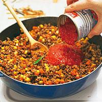 Bolognese für Lasagne vorbereiten