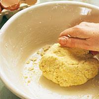 Nudelteig für Lasagne kneten