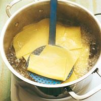 Nudelplatten für Lasagne vorkochen