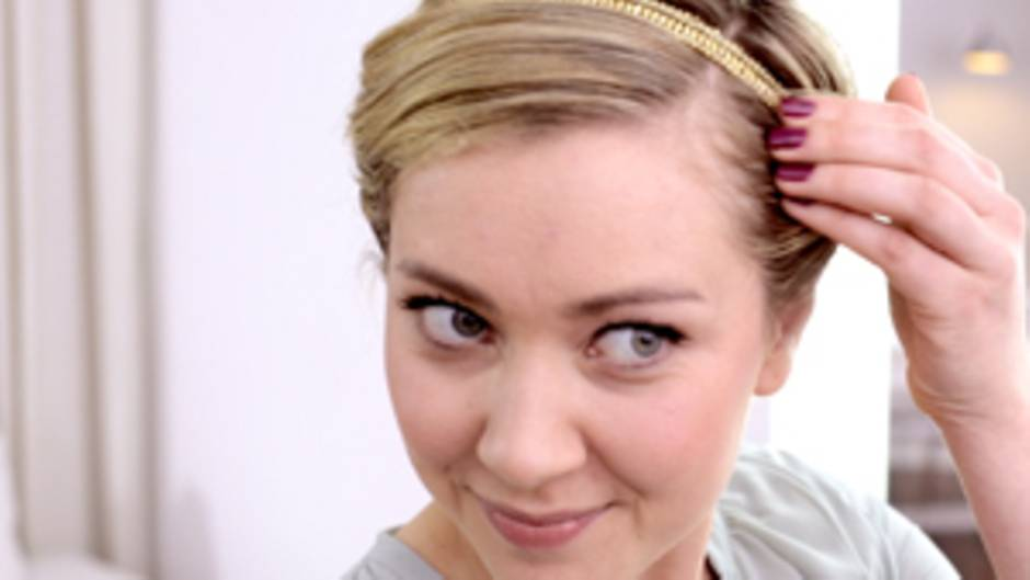 Brigitte Video Frisuren Tutorial Eingedrehte Frisur Mit Haarband