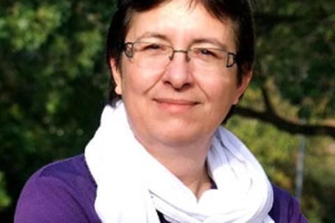 """Anette Judersleben, 1965 in Stuttgart geboren, lebt mit ihrer Familie in der Nähe von Köln. Schreiben ist für sie kein Hobby, sondern Berufung. Nach einigen kleineren Veröffentlichungen erschien im Mai 2013 ihr erster Roman """"Kölsch und Spätzle""""."""