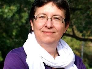 """60 Stimmen: Anette Judersleben, 1965 in Stuttgart geboren, lebt mit ihrer Familie in der Nähe von Köln. Schreiben ist für sie kein Hobby, sondern Berufung. Nach einigen kleineren Veröffentlichungen erschien im Mai 2013 ihr erster Roman """"Kölsch und Spätzle""""."""