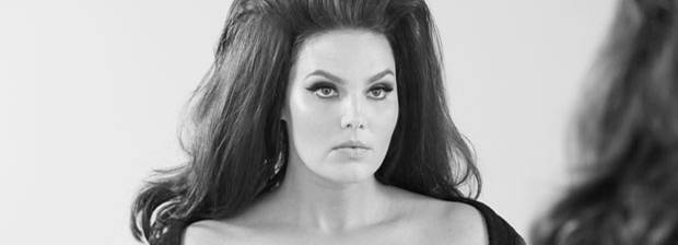 Plus-Size-Model Candice Huffine backstage beim Shooting für den Pirelli-Kalender 2015