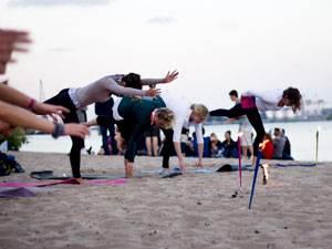 Yogaletic Moves V.7.0: Vom Krieger in den Strecksprung und zurück
