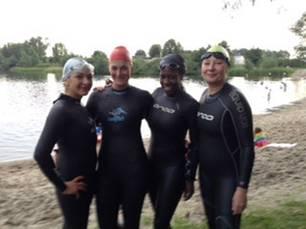 60 Stimmen: Cecilia (li.) beim Training mit ihren drei Rookie-Kolleginnen Sarah, Adolé und Kristina.