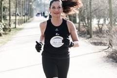 Cecilia Veronica Alexander lebt mit ihren Kindern Lucía und Benicio in Hamburg. Sie arbeitet im Marketing. Für die gebürtige Chilenin ist es jeden Tag aufs Neue eine Herausforderung, Job, Kinder, Freunde und Sport unter einen Hut zu bekommen - aber wo ein Wille ist, ist auch ein Weg, so ihr Motto. Seit einigen Jahren läuft sie Marathon. 2013 hat sie sich zum ersten Mal an einen Triathlon gewagt. Wie das war, zeigt der Kinofilm Wechselzeiten, in dem sie eine der Protagonistinnen ist.