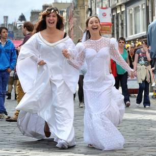 Beim Fringe Festival im September wird ausgelassen gefeiert.
