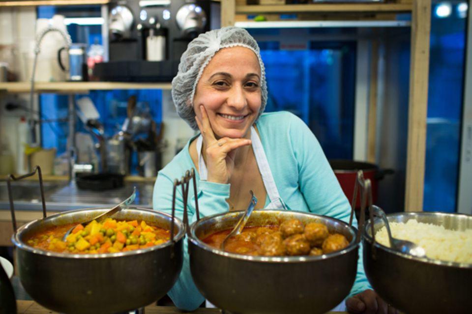 Marleine Youkhanna mit Kafta, kräftig gewürzten Hackbällchen, und einem Eintopf aus Kartoffeln, Bohnen und Möhren