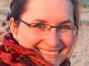 60 Stimmen: Kathrin Sohst, 34, ist verheiratet und hat zwei Töchter. Als Dokumentarin und PR-Beraterin ist sie seit 2005 selbständig und arbeitet heute als Texterin und Autorin. Sie versteht sich als Botschafterin für Sensibilität und Emotionen und hat jüngst ihre Leidenschaft für die Fotografie entdeckt. Mehr über Kathrin Sohst unter  >www.empathisch-kommunizieren.de und bei Facebook.