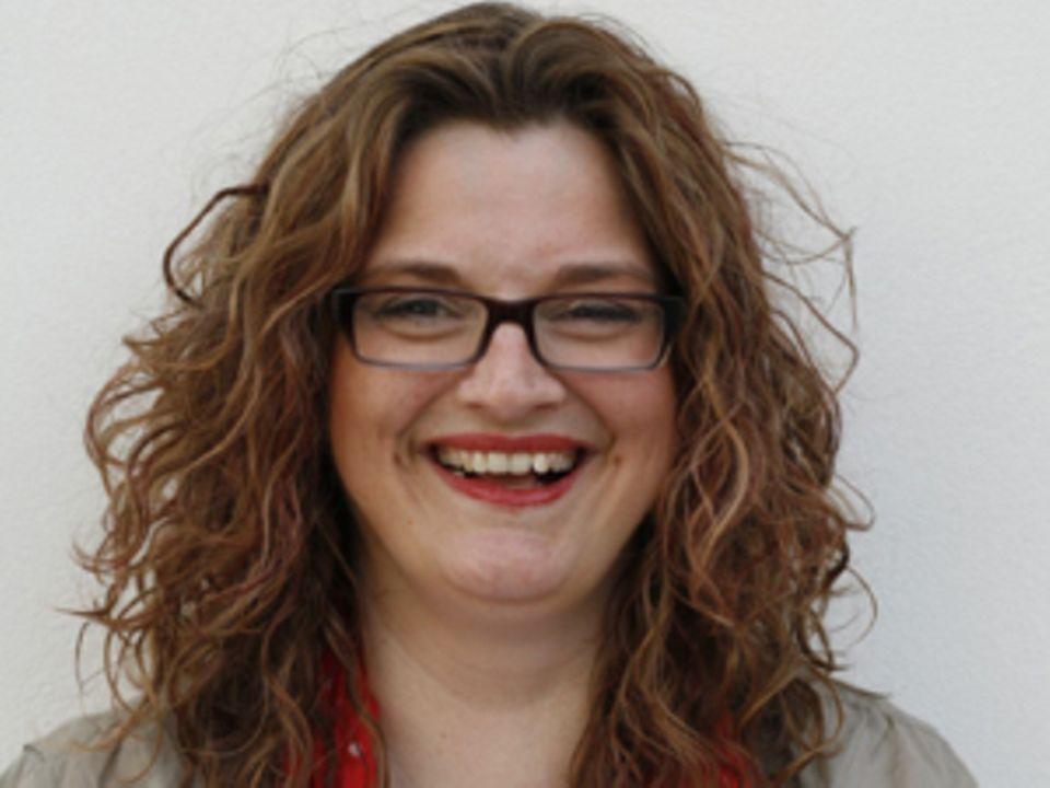 """Birgit Bauer ist Journalistin, Medienspezialistin und Referentin. Seit 2005 bei ihr Multiple Sklerose diagnostiziert wurde, engagiert sie sich dafür, dass Patienten besser informiert werden, und bloggt über ihren Alltag und Wissenswertes um die Krankheit auf """"Fast normal! Mein Leben mit MS!""""."""