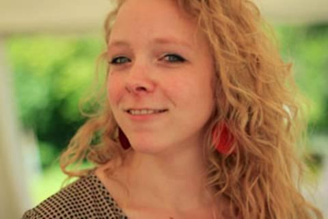 """Sabine Drotbohm, 32, wohnt in Dresden und pendelte sechs Jahre als PR-Beraterin täglich im Rhein-Main Gebiet. Bis das Leben, das sie führen wollte, doch zu weit weg war. Sie kündigte den Job und das Pendeln und ist nun freie Texterin und PR-Referentin. Texte von ihr sind in ihrem Blog """"Wortstube"""" zu finden."""