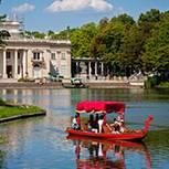 Hier kann man herrlich Boot fahren: der Łazienki-Park