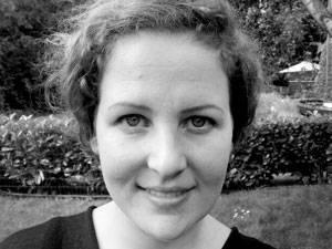 60 Stimmen: Sandra Gollackner-Sellami, 33, hat, nach einer Schneiderlehre und unterschiedlichen Stationen in der Modebranche in London und Amsterdam, Modedesign studiert. Nach dem Studium hat sie für JOOP! und Annette Görtz gearbeitet. Momentan lebt sie in Hamburg und arbeitet als Freelance Designerin, Retailerin und Mitinhaberin der east4west-fashion agency.