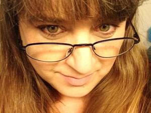 60 Stimmen: Sonja Kresmann wurde 1969 geboren und ist seit 20 Jahren glücklich verheiratet. Zusammen mit ihrem Mann teilt sie die Liebe zu Tieren, sie wohnen zusammen mit drei Katzen und zwei Hunden am Rand von Hannover. Schreiben ist ihre Leidenschaft, Sonja verfasst Kritiken zu Filmen, Spielen und Büchern, die dann online zu lesen sind.