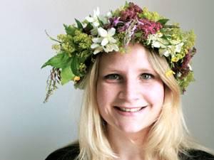 60 Stimmen: Lisa Weilberg (26) studiert und lebt in Göteborg in Schweden. Die Kommunikationsstudentin gehört zu den Kreativen – sie zeichnet, dichtet, schreibt Geschichten und Artikel, spielt Saxophon und singt zudem in einer Band. Kunst ist ihr genauso wichtig wie ein ausgefallener Modestil – zu ihren Favoriten gehören Prints aller Art, Hüte und auffällige Brillen. Kurzum: Sie liebt es sich auszudrücken und das jeden Tag auf mindestens drei Sprachen.